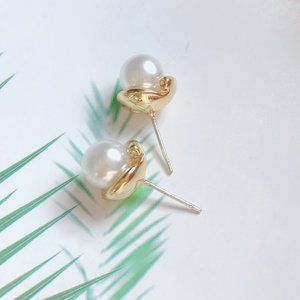 Kate Spade Golden Flower Bud Pearl Earrings